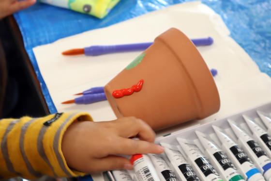 やと子ども美術教室 ~ 植木鉢に描く ~_e0222340_14235863.jpg