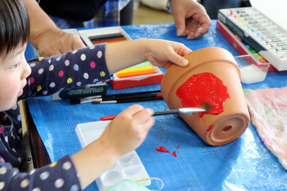やと子ども美術教室 ~ 植木鉢に描く ~_e0222340_142516100.jpg