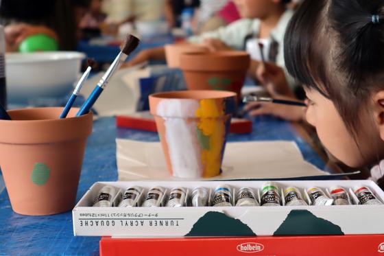 やと子ども美術教室 ~ 植木鉢に描く ~_e0222340_14253647.jpg