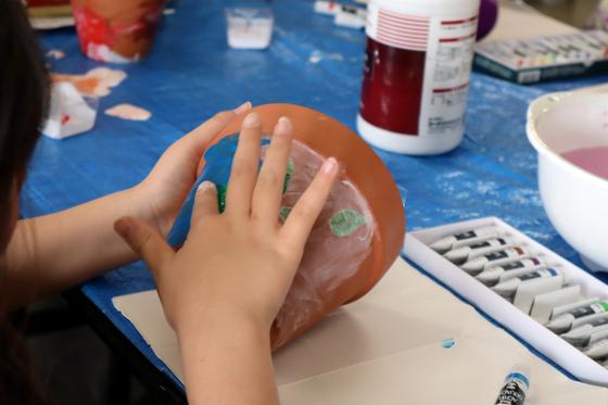 やと子ども美術教室 ~ 植木鉢に描く ~_e0222340_14254957.jpg