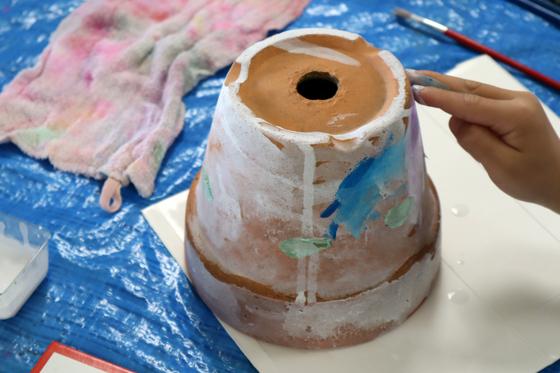 やと子ども美術教室 ~ 植木鉢に描く ~_e0222340_1426164.jpg