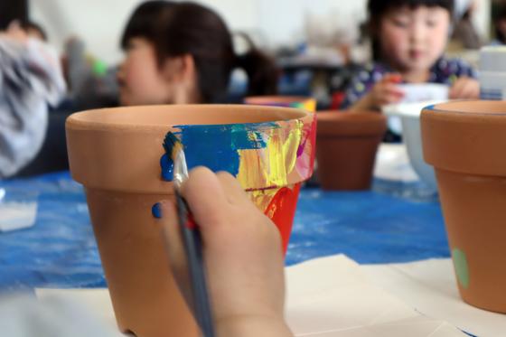 やと子ども美術教室 ~ 植木鉢に描く ~_e0222340_14272263.jpg