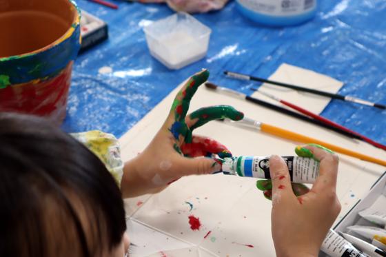 やと子ども美術教室 ~ 植木鉢に描く ~_e0222340_14274161.jpg