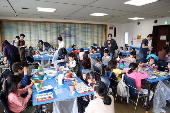 やと子ども美術教室 ~ 植木鉢に描く ~_e0222340_14283358.jpg