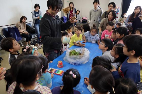 やと子ども美術教室 ~ 植木鉢に描く ~_e0222340_1431876.jpg