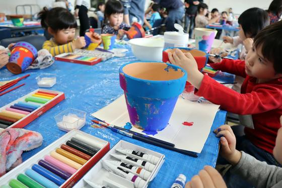 やと子ども美術教室 ~ 植木鉢に描く ~_e0222340_14344421.jpg