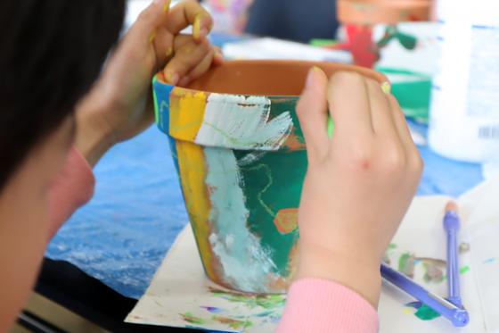 やと子ども美術教室 ~ 植木鉢に描く ~_e0222340_14345913.jpg