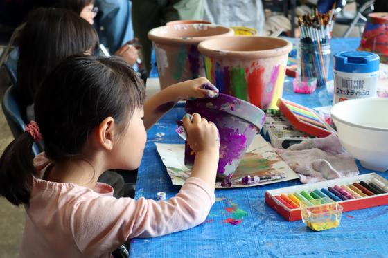 やと子ども美術教室 ~ 植木鉢に描く ~_e0222340_143776.jpg
