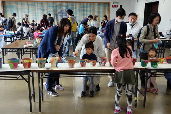 やと子ども美術教室 ~ 植木鉢に描く ~_e0222340_143859.jpg