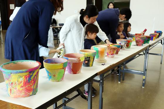 やと子ども美術教室 ~ 植木鉢に描く ~_e0222340_14392484.jpg