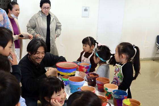 やと子ども美術教室 ~ 植木鉢に描く ~_e0222340_14395096.jpg