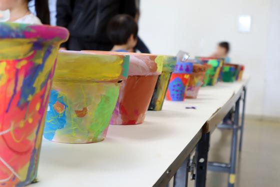 やと子ども美術教室 ~ 植木鉢に描く ~_e0222340_1440481.jpg
