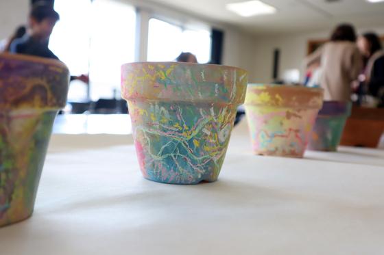 やと子ども美術教室 ~ 植木鉢に描く ~_e0222340_14425419.jpg