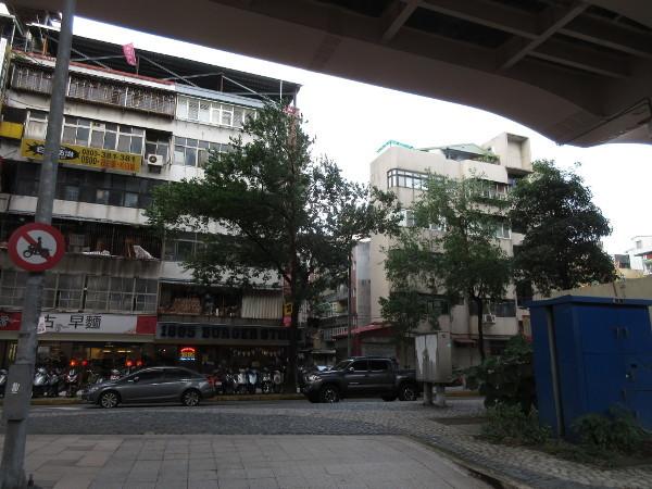 MRT忠孝復興駅の周辺を散策@台湾でごはん2019冬_c0152767_21154024.jpg