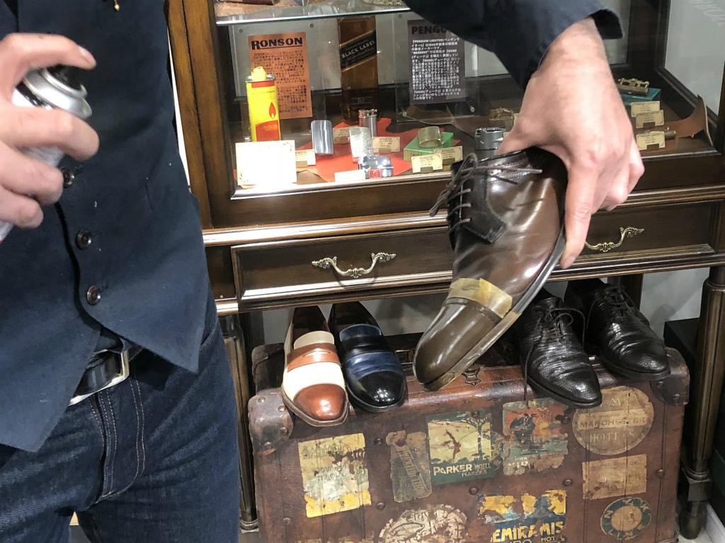 ブログ『ガラス加工の靴の補修~さすがだ!!』_b0365069_17592081.jpg