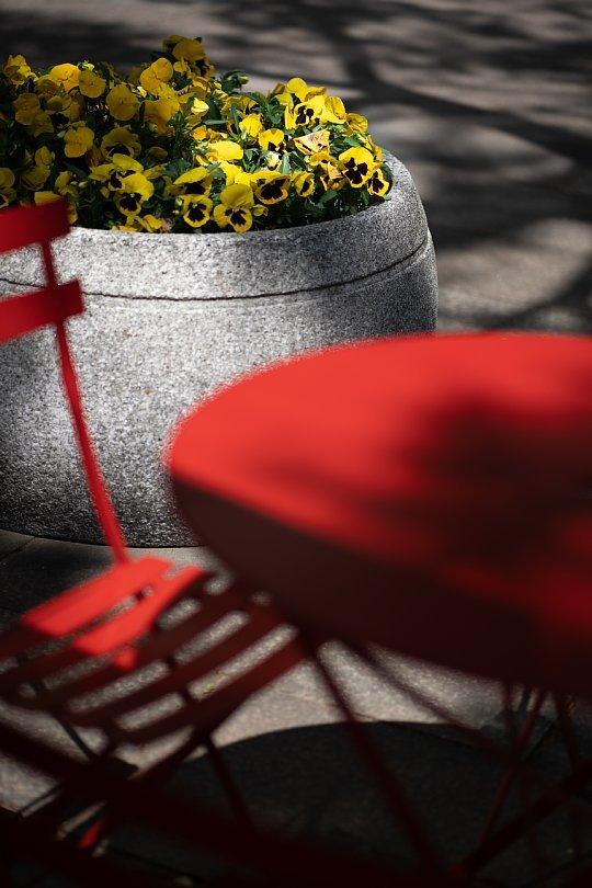 赤いオープンカフェ_d0353489_21161294.jpg