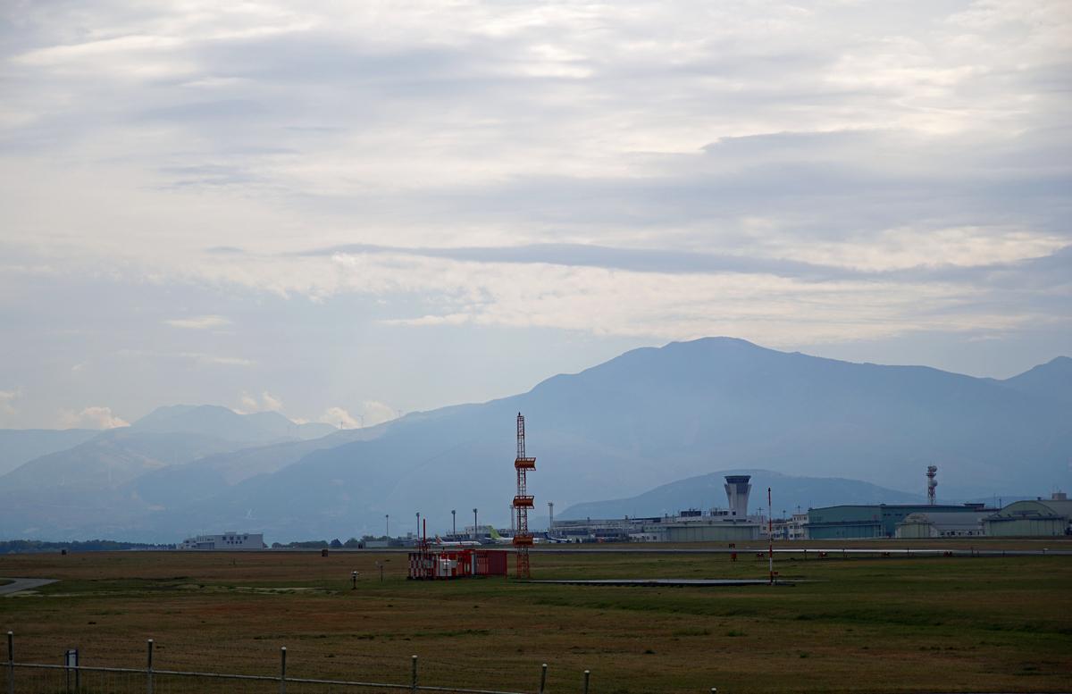 昨日の阿蘇熊本飛行場。_b0044115_08371580.jpg