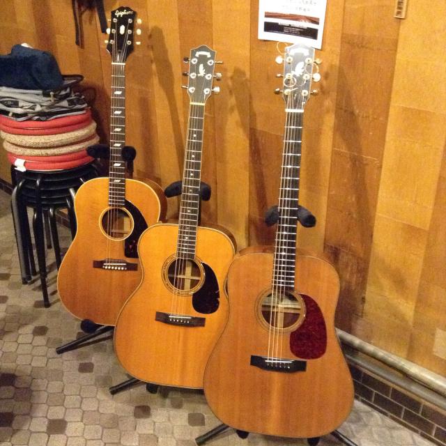 良いギターに囲まれる幸せ、だけど身体はひとつ指は10本ですから。_a0334793_11503508.jpg