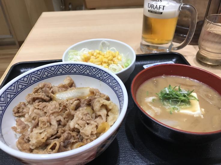 とん汁・牛丼セット@吉野家(羽田空港)_c0212604_2271888.jpg