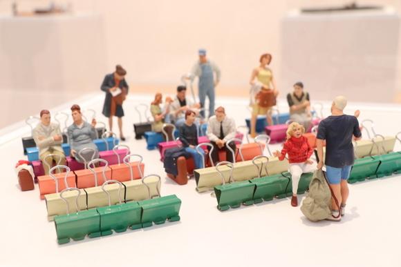 シャレのきいた小さな世界・センスオブスケール展 : 平日、会社を休んだら