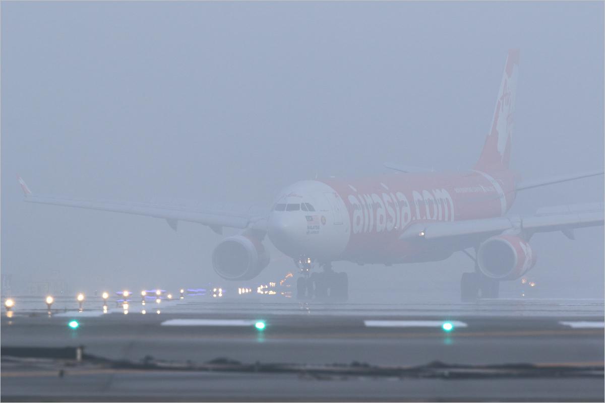 霧の一番機 - 福岡空港_c0308259_19040853.jpg