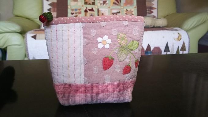 苺のポーチ完成です♪_f0374160_21085992.jpg