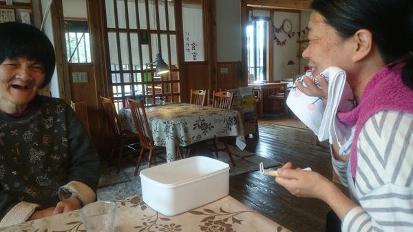 にぎやか食堂のあさ_d0180229_17174661.jpg
