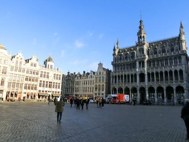 朝のブリュッセル名所散歩_f0189467_18354355.jpg