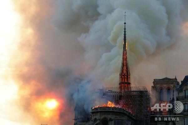神戸から、ノートルダム大聖堂の火災_a0098174_20050283.jpg