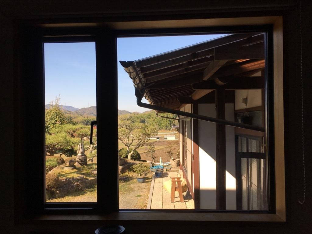 キッチンの窓 〜好きな小物を並べて〜_c0334574_06095059.jpg