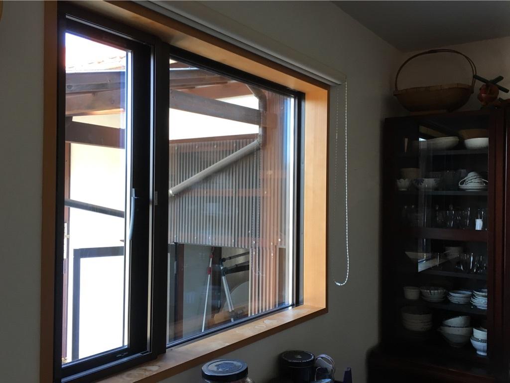 キッチンの窓 〜好きな小物を並べて〜_c0334574_06095369.jpg