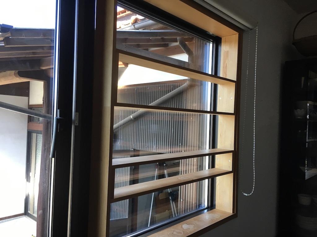 キッチンの窓 〜好きな小物を並べて〜_c0334574_06095690.jpg