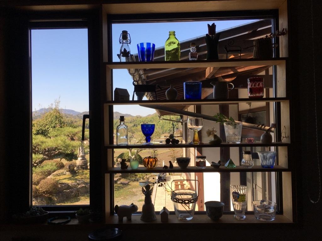 キッチンの窓 〜好きな小物を並べて〜_c0334574_06100866.jpg