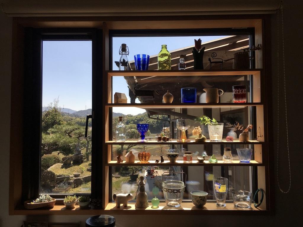キッチンの窓 〜好きな小物を並べて〜_c0334574_06103257.jpg