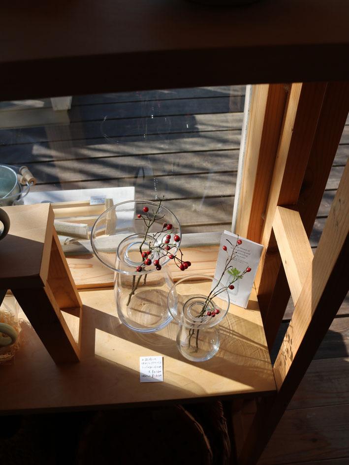 赤葉アカシアのあるテーブル 〜四月半ばの店内〜_c0334574_20335365.jpg
