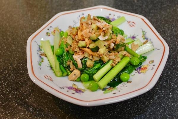 春野菜をたっぷり使って、春いろの食卓_a0223786_12372372.jpg