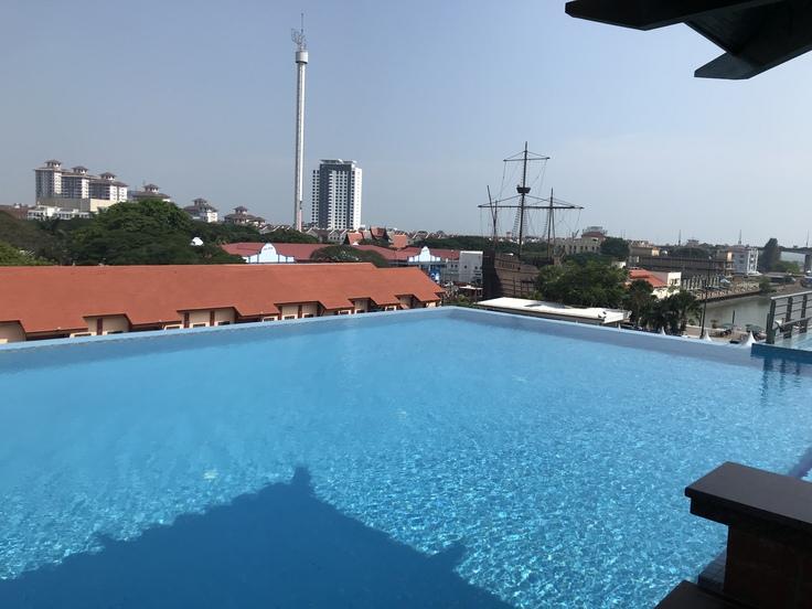 4/18午後☆ホテルのプールが最高に気持イイ!_c0212604_17294023.jpg