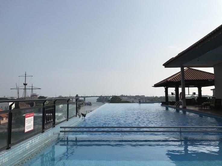 4/18午後☆ホテルのプールが最高に気持イイ!_c0212604_1753152.jpg