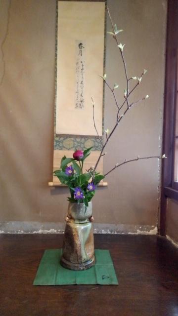 邸内に生けられた花 4月_d0344754_11165220.jpg
