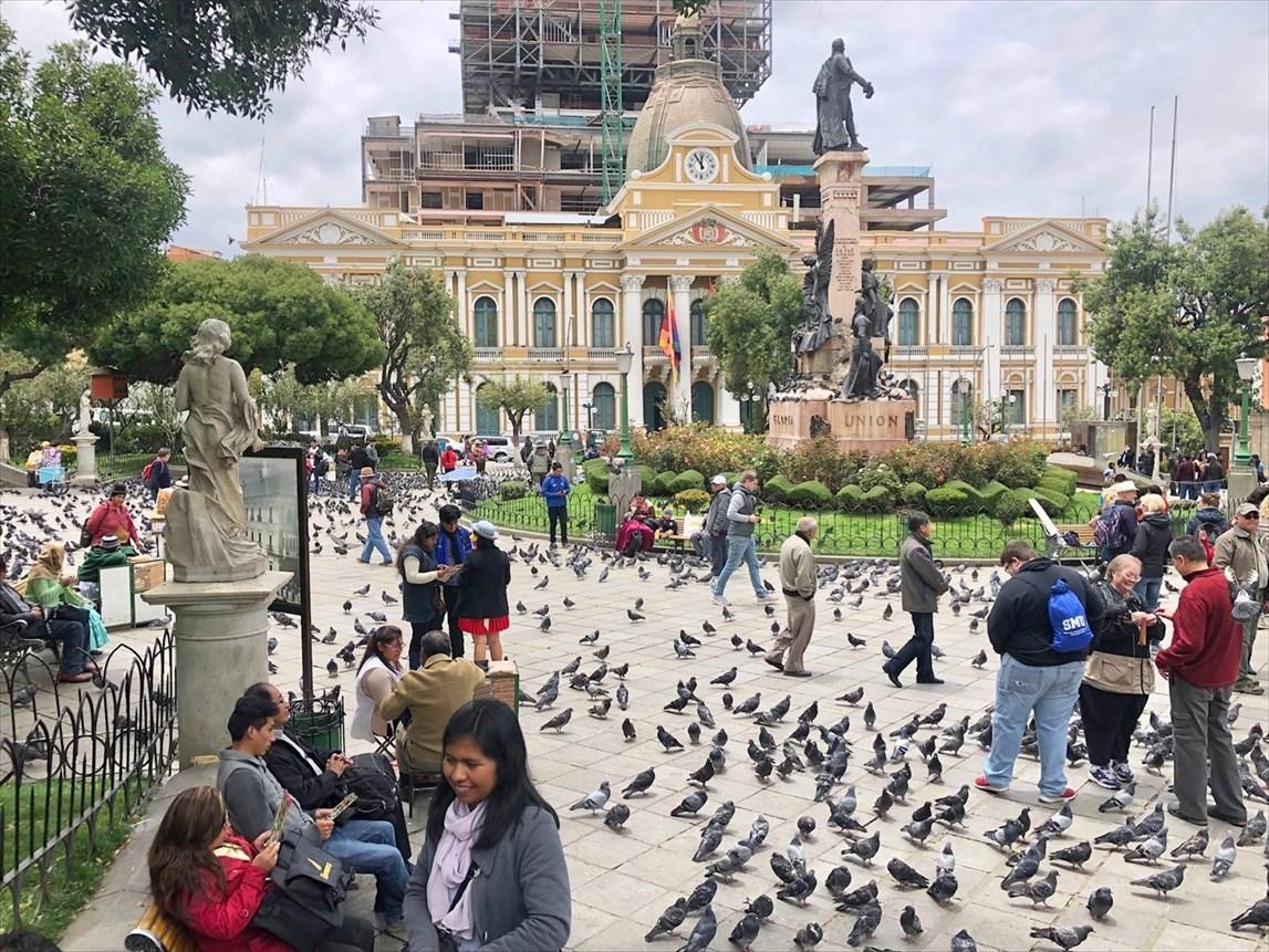 """中南米の旅/19  """"ムリリョ広場"""" は鳩だらけ(*_*) @ボリビア _a0092659_12284851.jpg"""