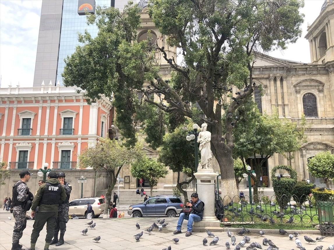 """中南米の旅/19  """"ムリリョ広場"""" は鳩だらけ(*_*) @ボリビア _a0092659_12581502.jpg"""