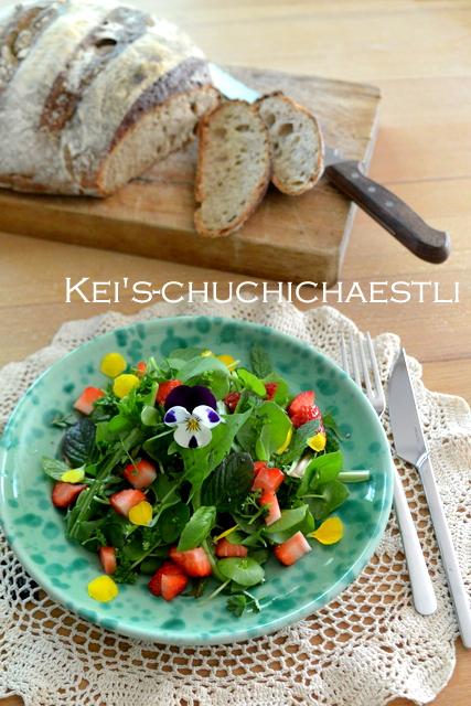 タンポポと苺のサラダ、オレンジと粒マスタードのドレッシングで。_c0287366_224111.jpg