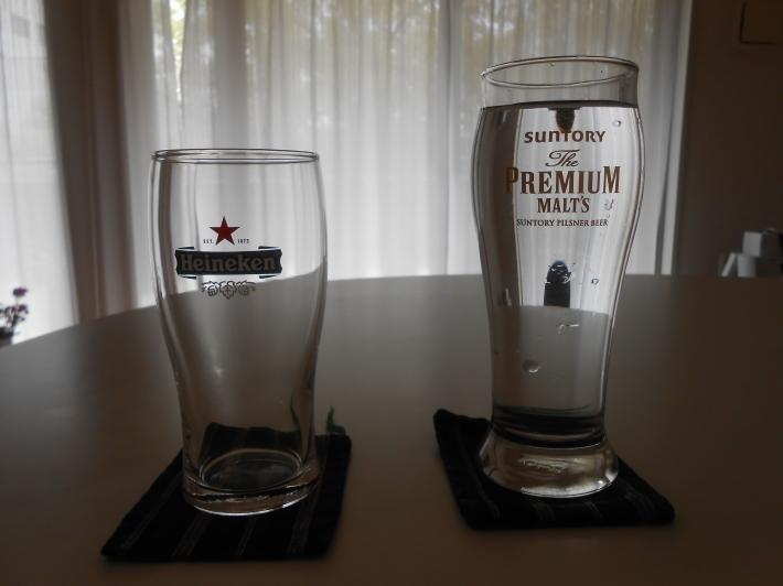 ハイネケンのグラスが謎・・  水で検証しました。_a0095931_09364148.jpg