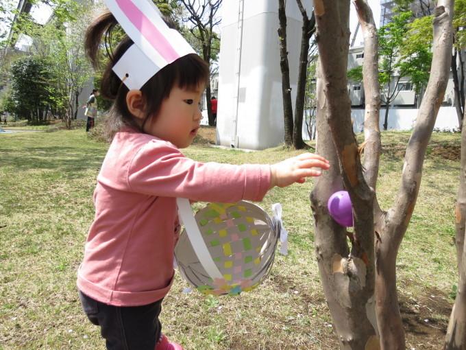 Easter Egg hunting_d0148342_12265519.jpg