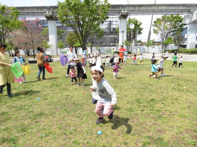 Easter Egg hunting_d0148342_12272569.jpg