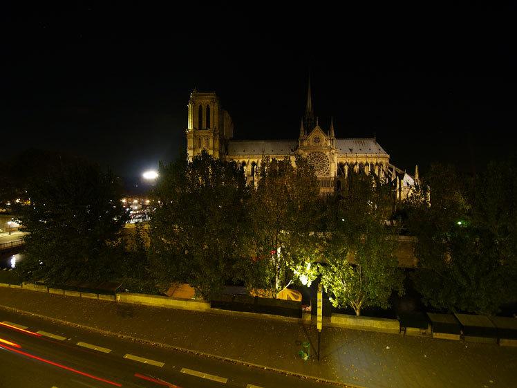 <ノートルダム大聖堂>の火災から七十二時間以上たってもまだ呆然としています_a0031363_06251448.jpg