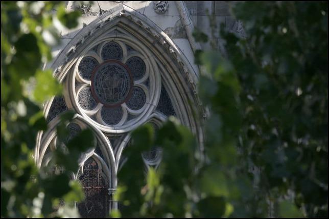 <ノートルダム大聖堂>の火災から七十二時間以上たってもまだ呆然としています_a0031363_06554152.jpg