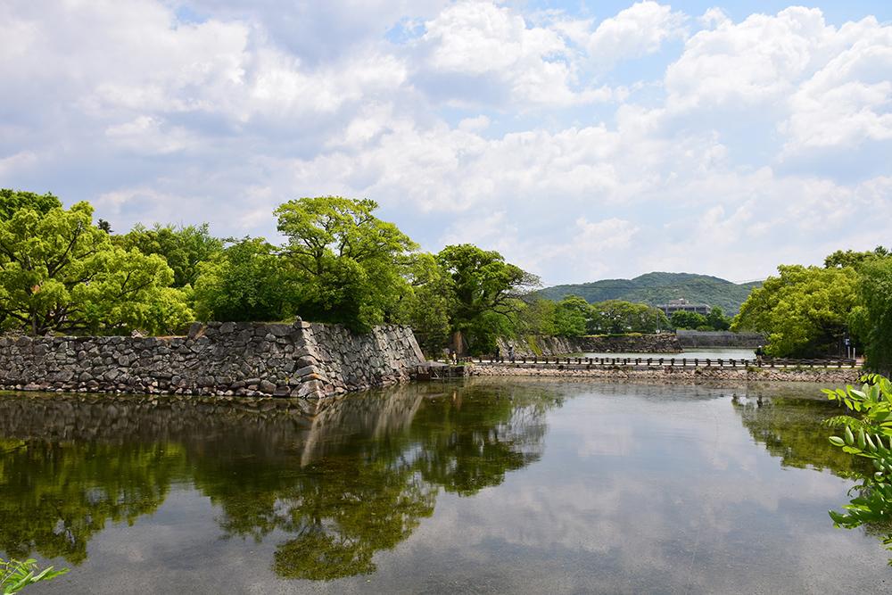 漆黒の烏城、備前岡山城を歩く。 その1「内堀~大手門」_e0158128_20225118.jpg