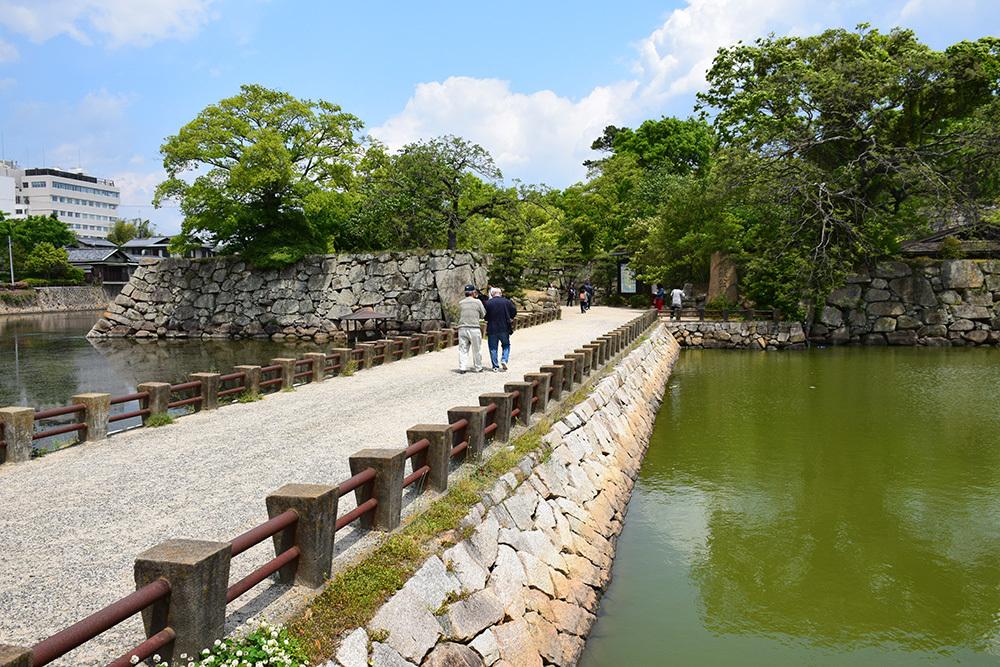 漆黒の烏城、備前岡山城を歩く。 その1「内堀~大手門」_e0158128_20255681.jpg