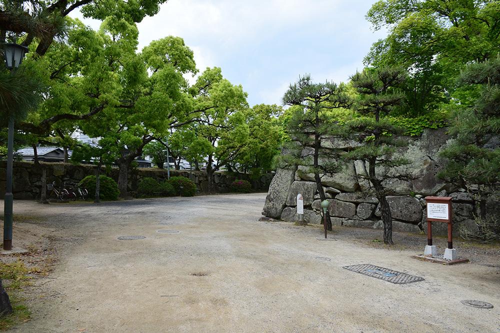 漆黒の烏城、備前岡山城を歩く。 その1「内堀~大手門」_e0158128_20301811.jpg